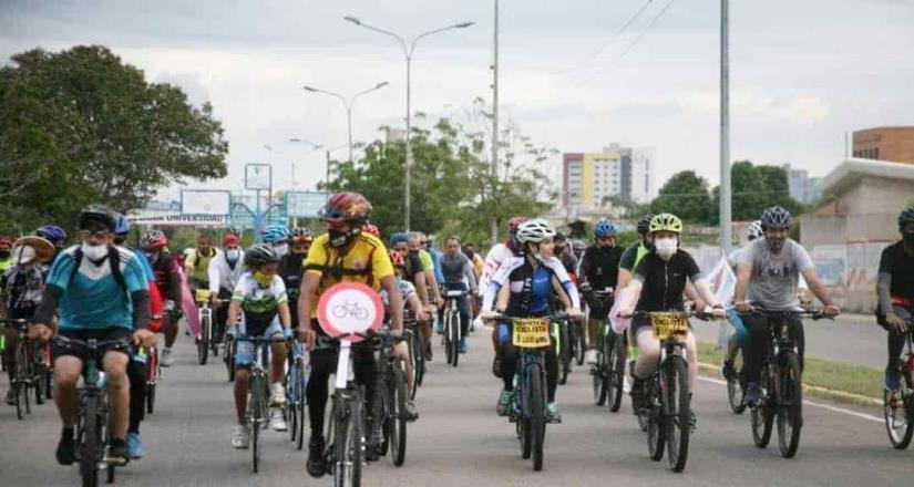Ciclistas hacen rodada en memoria de estudiante atropellada