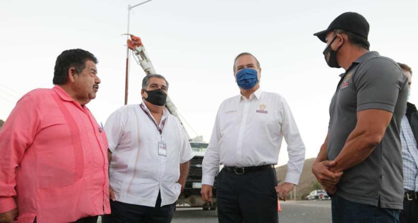 Garantizan mejores condiciones de seguridad con alumbrado público en distribuidor La Gloria