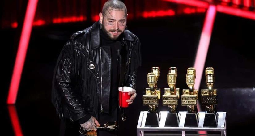 Post Malone se refrenda en Billboards austeros
