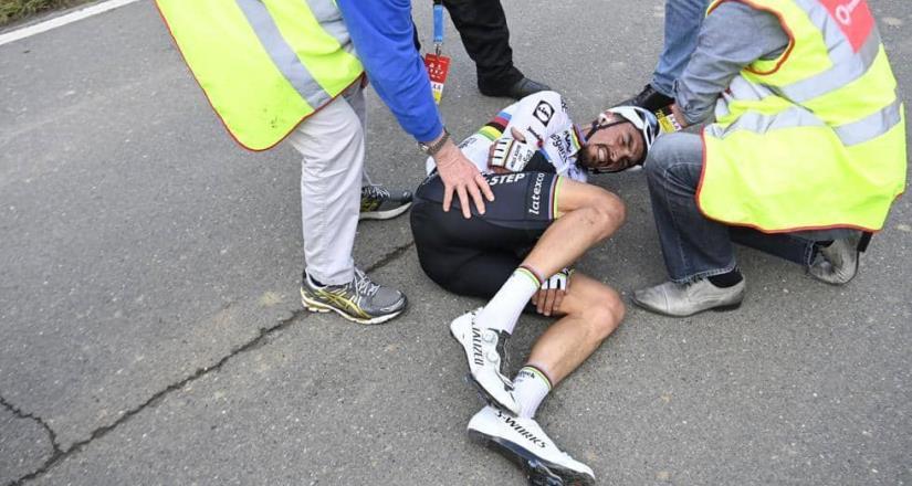 Julian Alaphilippe sufre accidente en el Tour de Flandes