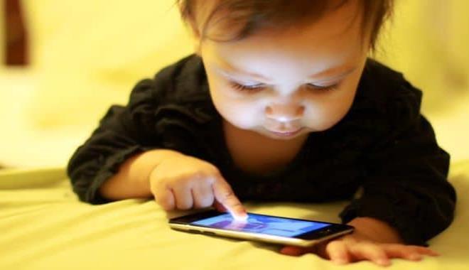 Niño de 2 años bloqueó el celular de su madre por 48 años