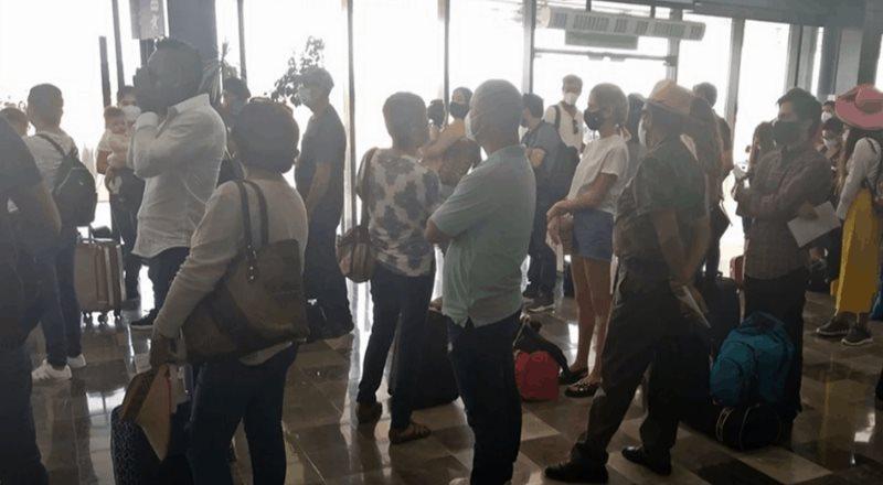 Reportan aglomeraciones en aeropuertos de Baja California Sur