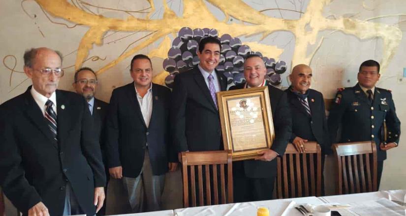 Reconocen a Miguel Ángel Badiola con el Mérito Cívico Tijuanense
