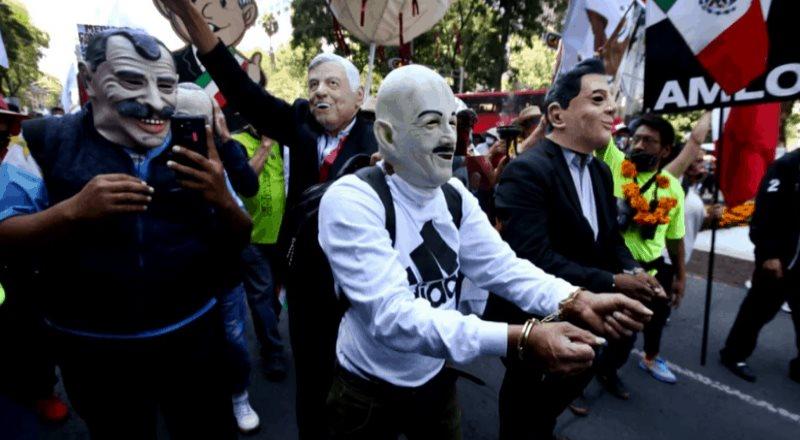 Seguidores de AMLO detienen y apresan a expresidentes