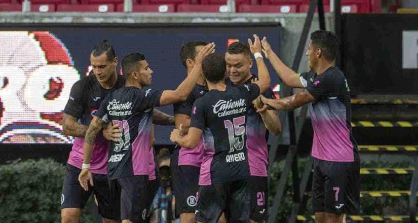La Maquina pita fuerte en Guadalajara, vence 2-0 a Chivas