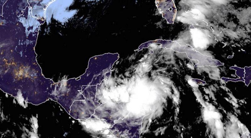 Tormenta tropical Zeta se convierte en huracán categoría 1