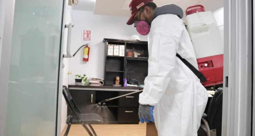 Refuerza Ayuntamiento filtros de entrada y desinfección de Palacio Municipal