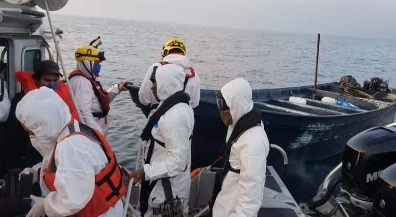 Marina rescata embarcación con 15 personas en costas de Ensenada