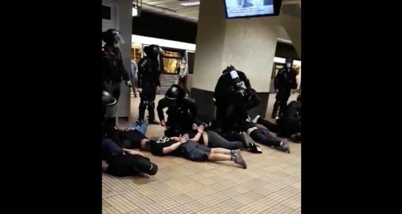 Policía de Rumania arresta a aficionados violentos de equipo de futbol en el metro