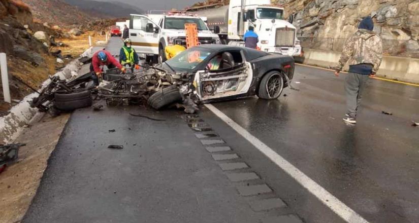 Conductor se impacta contra talud en Tecate y muere, transmitía en vivo desde su teléfono