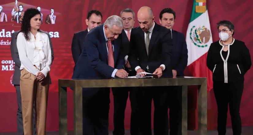 AMLO presenta propuesta de reforma para poner orden al outsourcing
