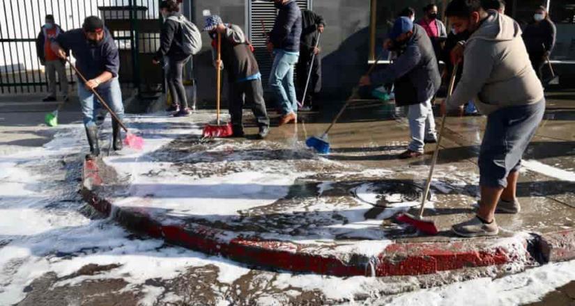 Ayuntamiento realiza limpieza y desinfección de la zona comercial en delegación La Mesa