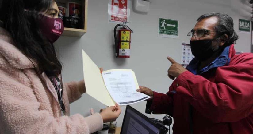 Cumple Arturo González con apoyo social que mejorará la calidad de vida de una ciudadana