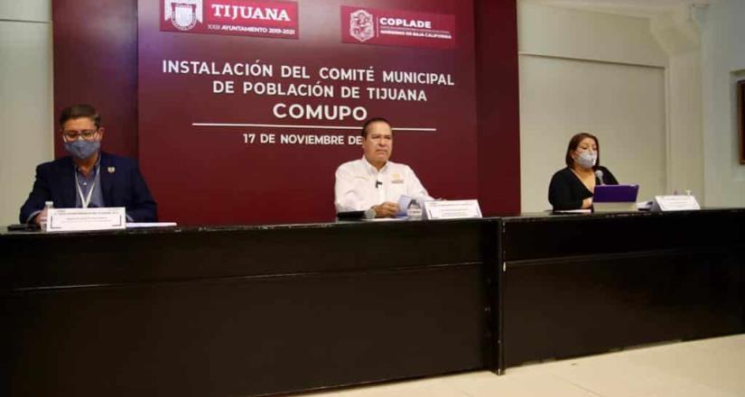 Arturo González toma protesta al comité municipal de población