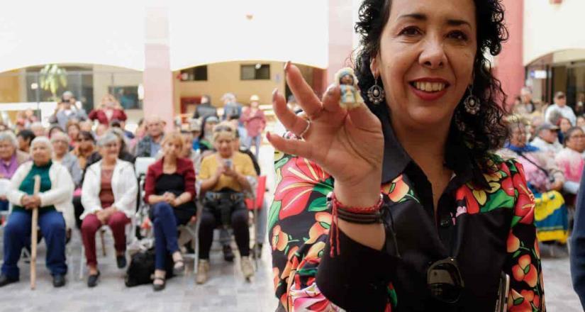 Captan a Alcaldesa de Rosarito festejando en las instalaciones de la presidencia