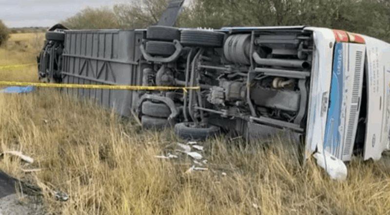 Vuelca autobús con manifestantes de FRENAA en Tamaulipas; mueren dos