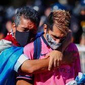 Fanáticos despiden a Diego Armando Maradona
