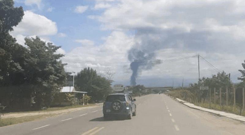 Explota pipa con gasolina en la frontera de Chiapas y Guatemala