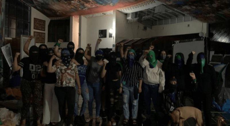 Colectivos feministas toman congreso de Quintana Roo