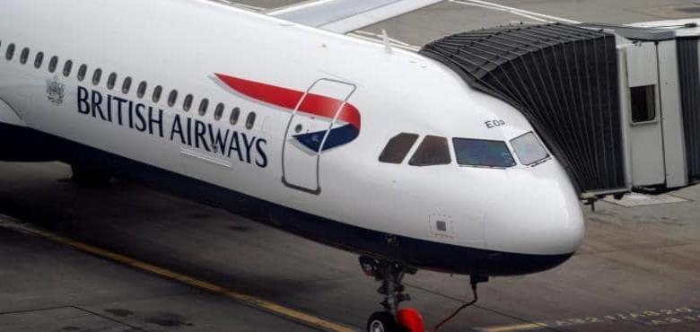 Investigan a aeromoza que ofrece servicios sexuales entre vuelos e incluso en el mismo avión