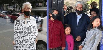 Abuelito pide ayuda para buscar trabajo como chófer con pancarta