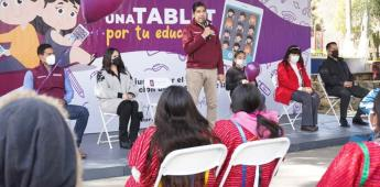 """Encabeza Armando Ayala segunda entrega de equipos en la campaña """"Una Tableta por la Educación"""""""