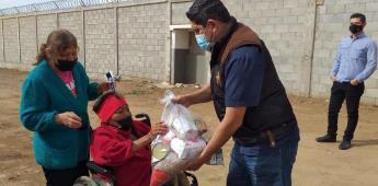 Lleva XXIII Ayuntamiento despensas y vales para mercado a grupos vulnerables de colonia Todos Santos
