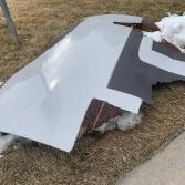 Avión arroja escombros tras falla mecánica y aterriza de emergencia