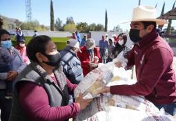 El pasado domingo 14 de febrero, en Fraccionamiento los Pinos se dio cita la regidora Janeth Tapia