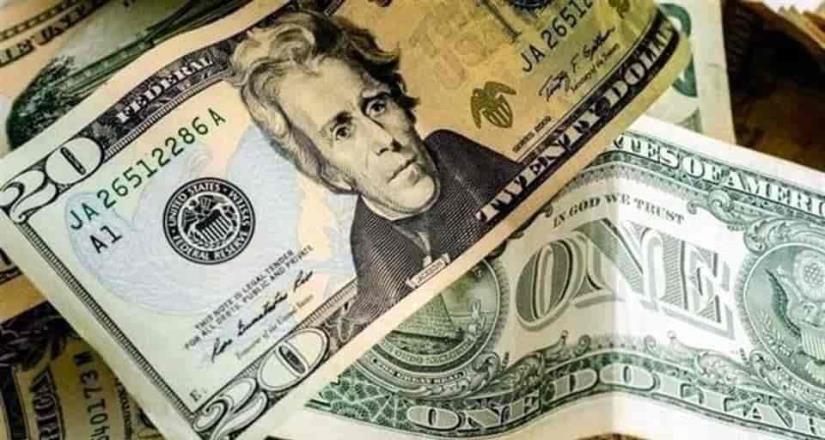 Dólar al mayoreo se dispara 66 centavos y supera los 21 pesos