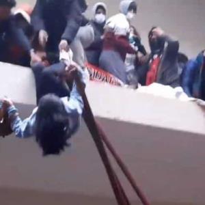 Incrementa a 7 la cifra de alumnos fallecidos al caer del cuarto piso, tras romperse el barandal