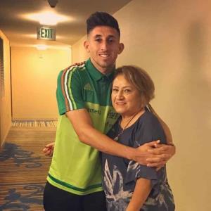 Muere la madre de Héctor Herrera