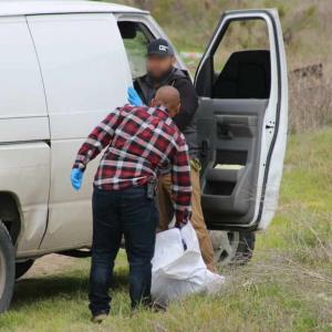 Es localizado el cuerpo sin vida de una adolescente dentro de una maleta