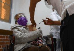 Sí fue vacunada, incluso presentó reacciones