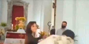 VIDEO: Mujer cachetea a una sacerdote mientras oficiaba misa en Venezuela