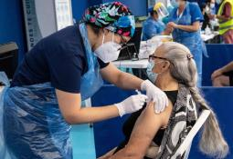 Fallece otro adulto mayor en Michoacán antes de recibir vacuna