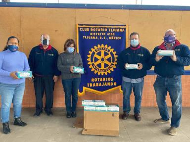 Mantienen Rotarios de ambas Californias campana de prevención del COVID 19 con entrega de cubrebocas