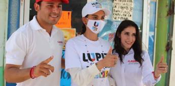 Lupita Jones felicita a madres en su día en ejido Sinaloa