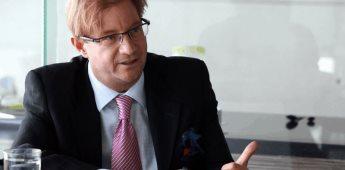 Interpol emite ficha roja contra Andrés Roemer