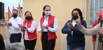 Lupita Jones se reúne con vecinos de playas de Tijuana y mirador