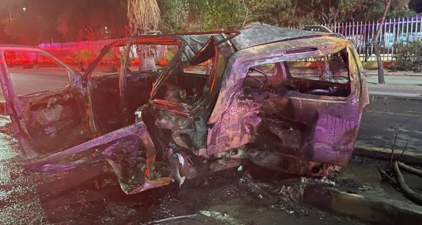 Conductora ebria choca contra auto que hacía línea en la garita dejando a dos personas sin vida.