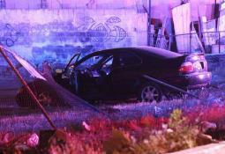 Encuentran vehículo abandonado en un camino de terracería con un cadáver en su interior