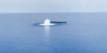 La Marina de los Estados Unidos prueba con explosiones la resistencia de un navío