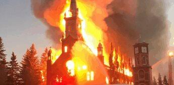 Se queman iglesias en Canadá donde se encuentran restos de niños indígenas
