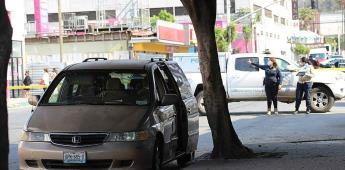 Hombre fue atacado dentro de su automóvil con arma de fuego.