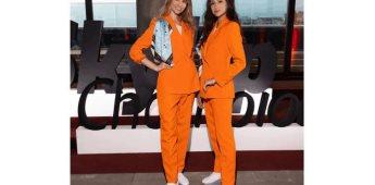 Aerolínea cambia uniforme de sobrecargos a pantalón y tenis
