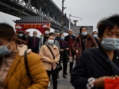 China examinará a población de Wuhan así como se impondrá confinamiento precautorio