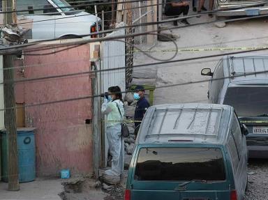 Una mujer de 47 años de edad es asesinada al llegar a su domicilio.