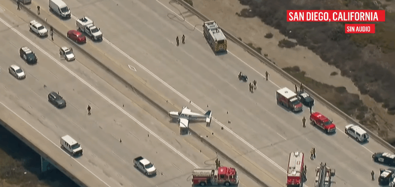Avioneta aterriza de emergencia en la I-5 a la altura de Del Mar, provocando cierres de autopistas