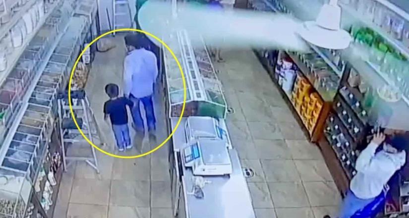 Asesinan a un hombre acompañado de su hijo en mercado Hidalgo